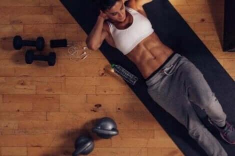 Naderwanie mięśnia brzucha to uciążliwy problem