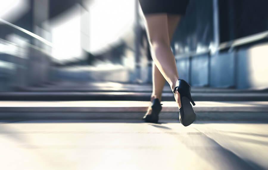 Sprint pomaga zachować włókna mięśniowe i zapobiega sarkopenii.