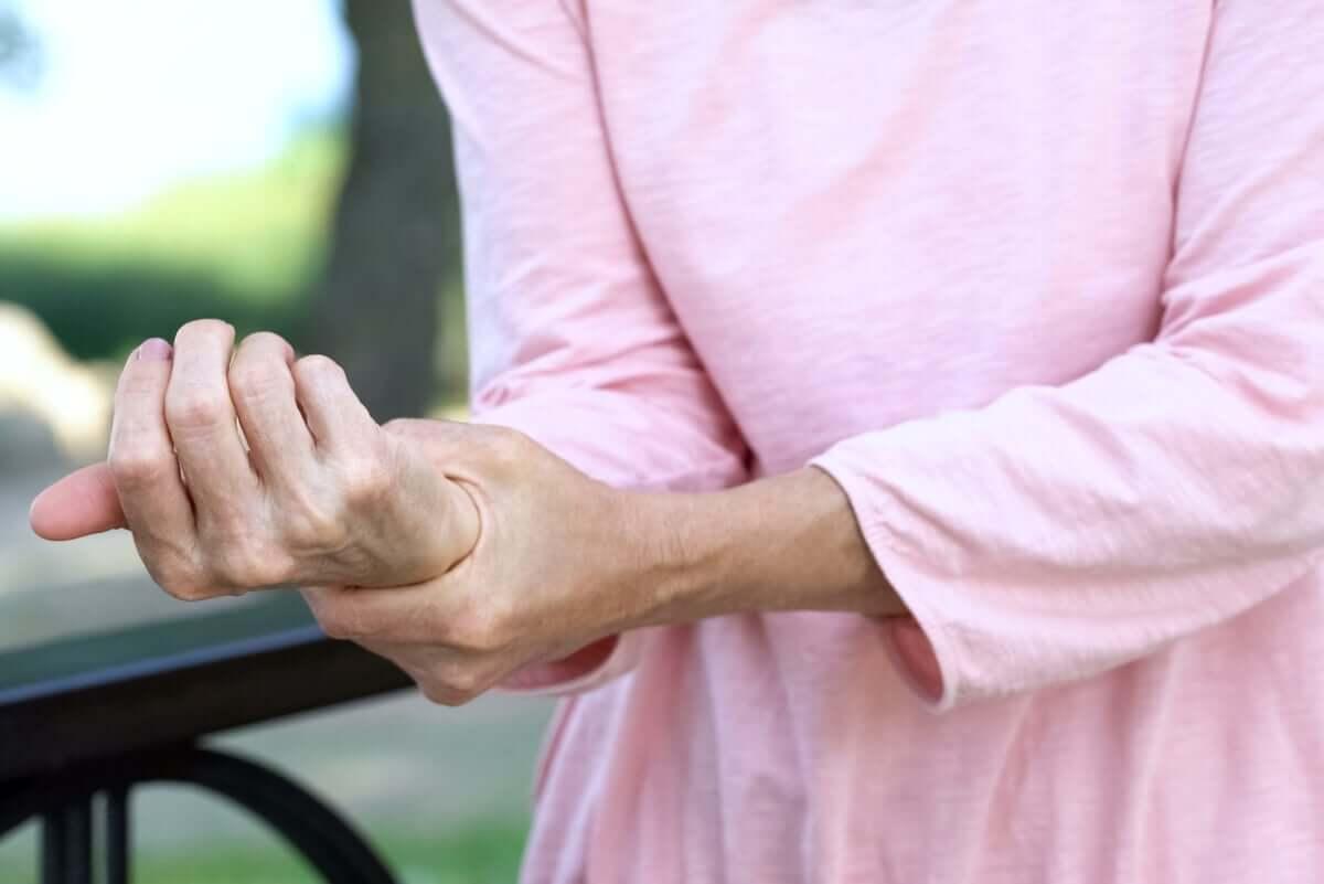By ukoić ból stosuje się środki przeciwbólowe. Powinien przepisać je lekarz.