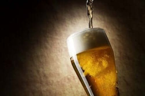 Kufel pełen piwa