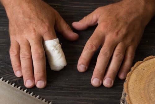 Przypadkowa amputacja palca - pierwsza pomoc