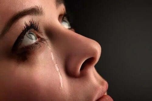 Płacząca nastolatka