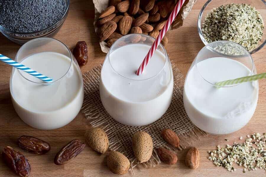 Różne mleka roślinne