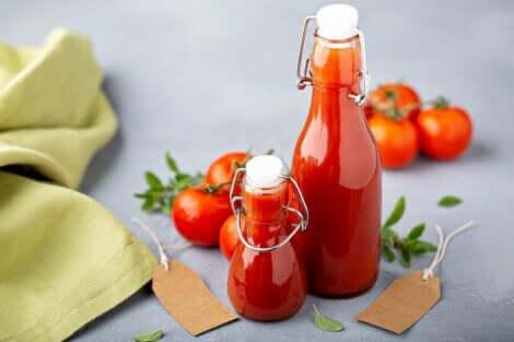 Stary sos pomidorowy może wywołać zatrucie pokarmowe