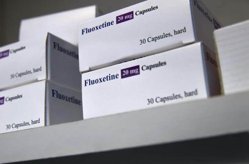 Fluoksetyna w opakowaniach na półce