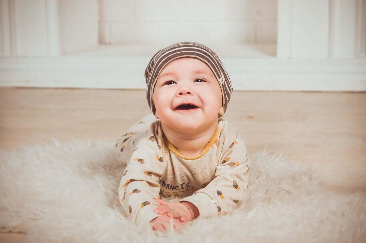 Dziecko na dywaniku