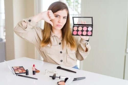 Czy kosmetyki mogą podrażniać skórę?