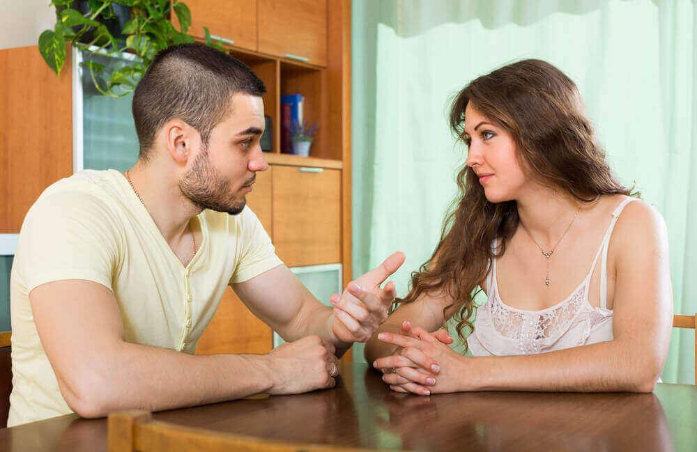 Dyskutująca para - aktywne słuchanie