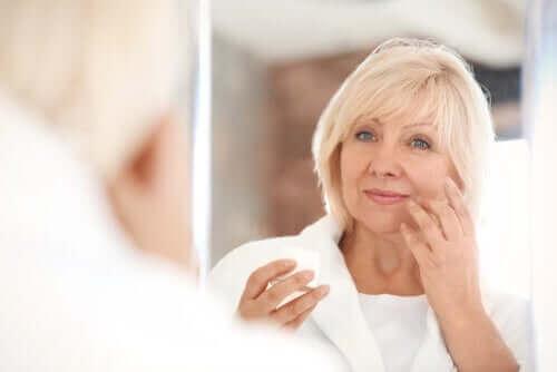 Fotostarzenie skóry: przyczyny i konsekwencje