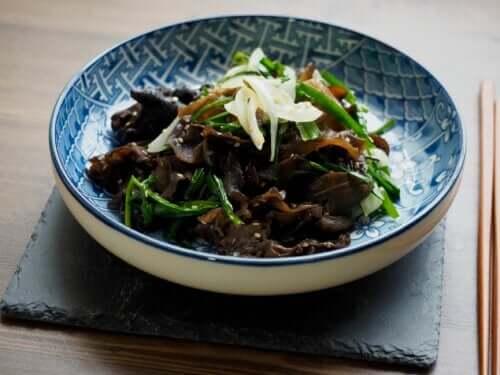 Chiński czarny grzyb shiitake: właściwości, zastosowania i zalety