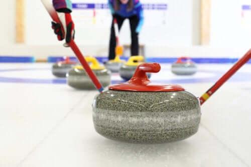 Curling: wszystko co powinieneś wiedzieć o tym sporcie zimowym