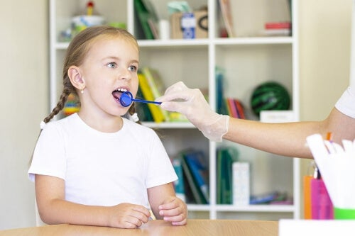 Badania gardła u dziecka