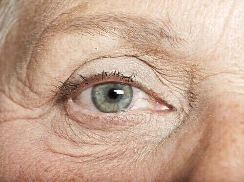Oko starszej kobiety