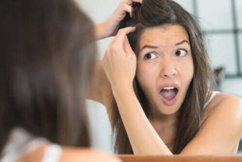 Przedwczesne siwienie - 4 powody, dla których siwiejesz w młodym wieku