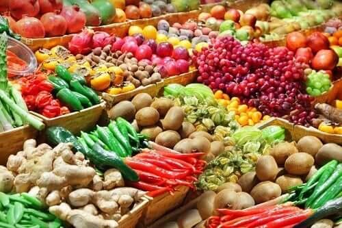Starsze osoby powinny spożywać dużo warzyw i owoców.