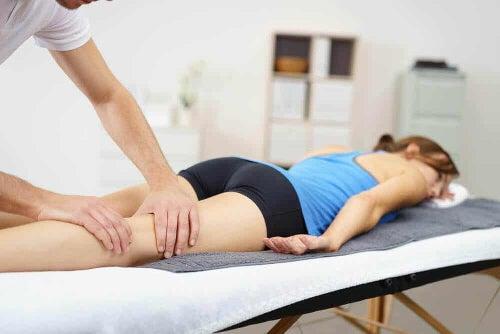 Masaż mięśni nóg