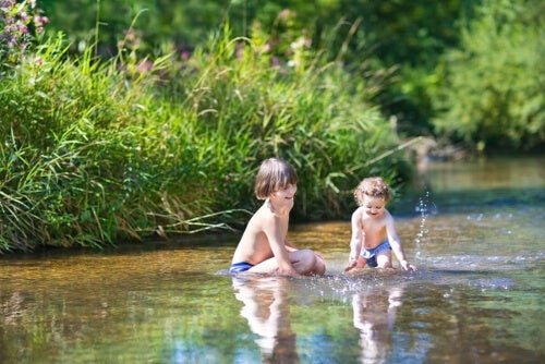 Dzieci w wodzie