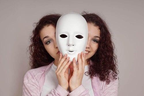 Twarze za maską