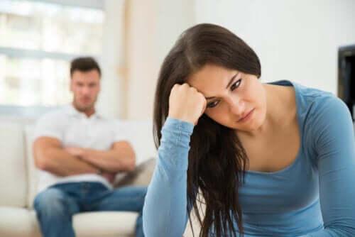 Zazdrość po zdradzie - jak sobie z nią radzić?