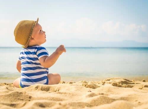 Jak chronić dzieci przed falami upałów: sygnały alarmujące i wskazówki