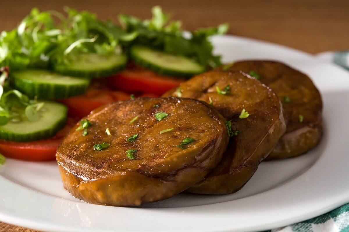 Seitan to świetny substytut mięsa dla wegan. Nie nadaje się jednak dla osób z celiakią.