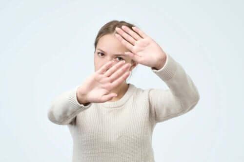 Hafefobia, czyli strach przed dotykiem.
