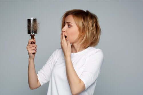 Wypadanie włosów podczas karmienia piersią