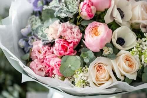 Kompozycje kwiatowe - sztuczki, aby zachować je jak najdłużej