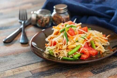 Sałatka z papai: poznaj pyszny i prosty przepis