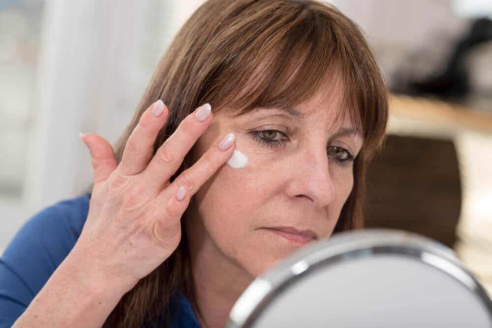 Skóra jest wrażliwa na chemikalia, więc należy postępować z nią ostrożnie.