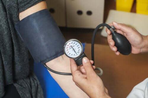Konsekwencje wysokiego ciśnienia dla organizmu