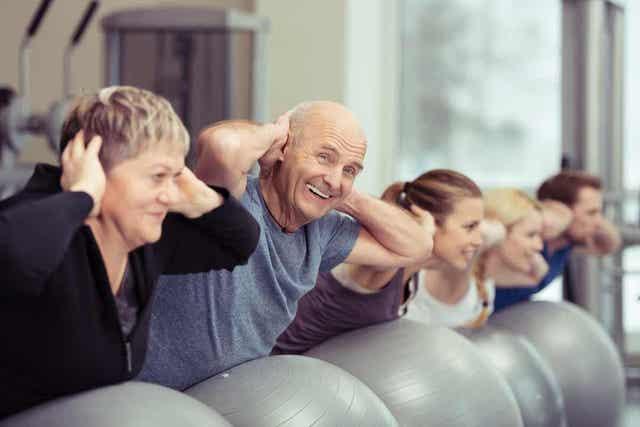 Ćwiczący seniorzy