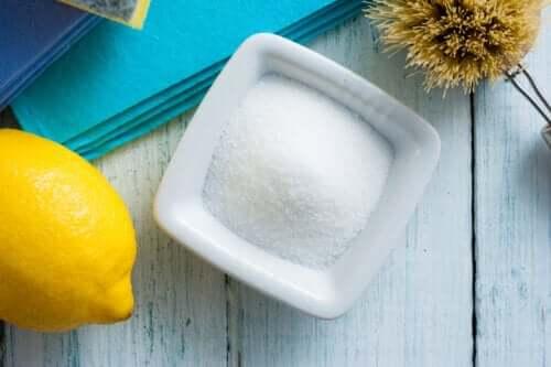 Kwas cytrynowy w sprzątaniu domu - jak go wykorzystać?