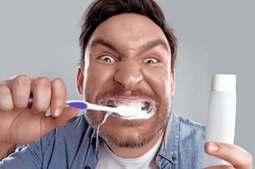 Blankoreksja, obsesja na punkcie białych zębów