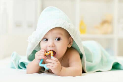 Swędzenie dziąseł u dziecka - jak można je złagodzić?