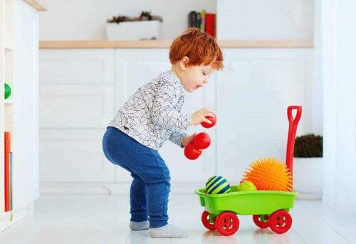 Dziecko w trakcie zabawy