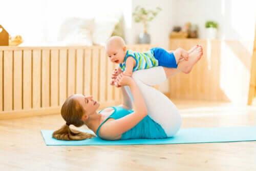Joga po porodzie: jak zacząć ją praktykować?
