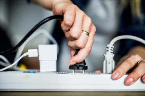 Ukrycie kabli w domu - 8 praktycznych pomysłów