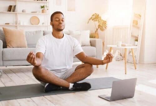 Czym jest medytacja Vipassana i jakie przynosi korzyści?
