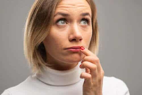 Zmiany koloru na ustach - skąd się biorą i co oznaczają?