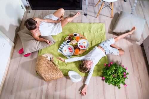 Piknik w domu - jak go urządzić i co przygotować do jedzenia?