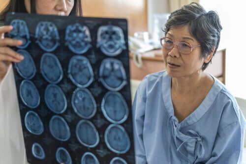 Zapalenie opon mózgowych i zapalenie mózgu — co je różni?